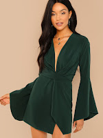 https://fr.shein.com/Flounce-Sleeve-Twist-Plunging-Neck-Dress-p-585337-cat-1727.html