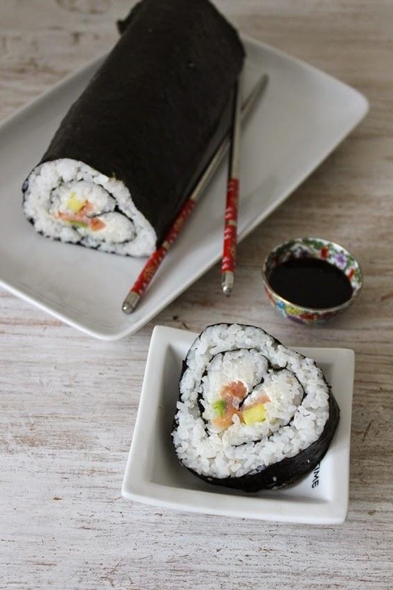 суши, оформено като сърца