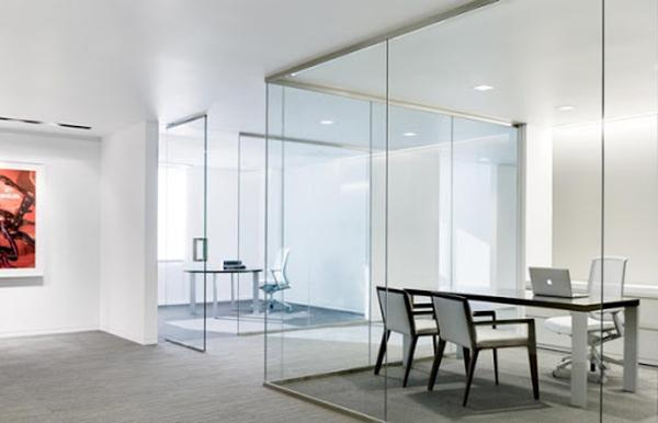 Chọn thiết kế vách kính cường lực phòng khách đẹp
