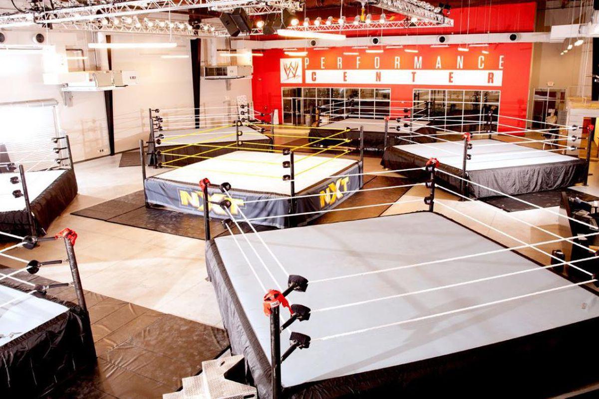 Muitos nomes do Perfomance Center estão frustrados com o protocolo de covid-19 da WWE