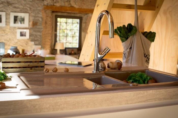 El Fregadero De Acero Inoxidable O De Otro Material Cocinas Con - Fregaderos-de-porcelana-para-cocina