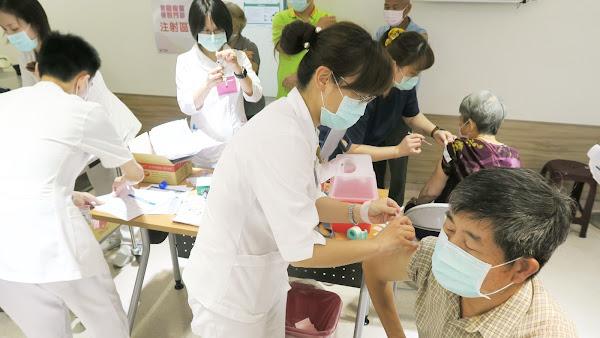 打公費AZ疫苗爆滿 衛福部彰化醫院湧入搶打潮