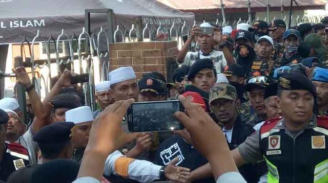 Dikawal TNI AL, Ternyata Nyali BANSER Ciut Untuk Bubarkan Kajian Islam Ustad Felix Di Surabaya