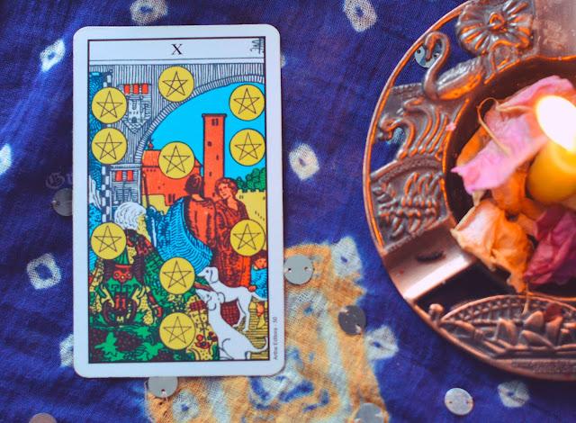 Saiba o significado da Carta do 10 de Ouros no Tarot do amor, dinheiro e trabalho, na saúde, como obstáculo ou invertida e como conselho.