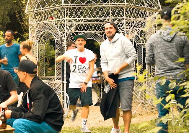 30°C in NRW. Und in Stuggi-Town stieg ne Gartenparty für ein Musikvideo.