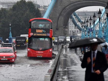 Πλημμύρες στο Λονδίνο από ισχυρή νεροποντή