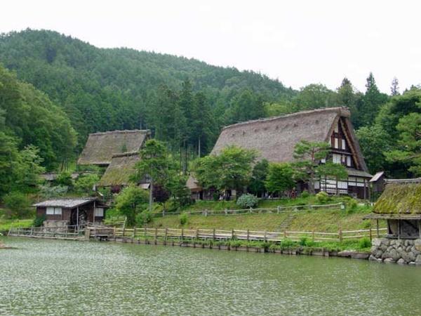 หมู่บ้านพื้นเมืองฮิดะ (Hida Folk Village: Hida no Sato: 飛騨の里)