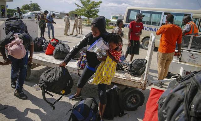 Haitianos deportados reinician en un país que no reconocen