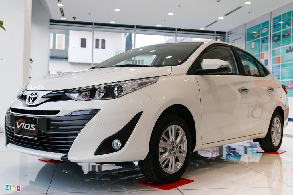 Phí trước bạ giảm 50%, ôtô trong nước rẻ hơn thế nào so với xe nhập?