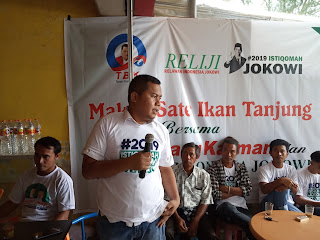 Peduli UMKM, Karman Beserta Relawan Jokowi Gelar Makan Sate Tanjung