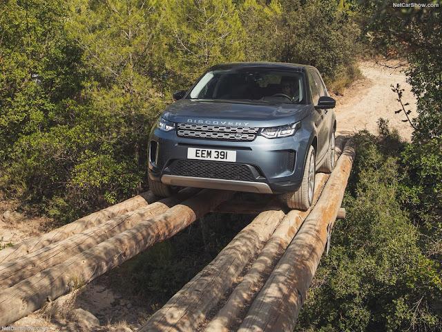 Land Rover Discovery Sport có thiết kế đầu xe nổi bật nhờ cụm đèn LED