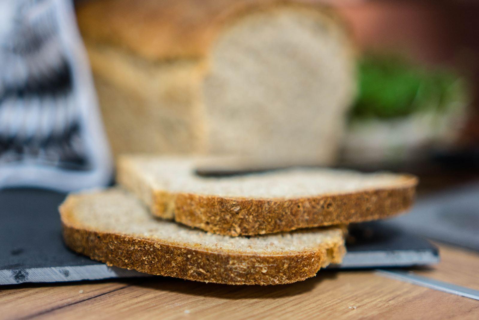 jak upiec chleb jak zrobić samemu chleb na zakwasie bez zakwasu z drożdżami gotowa mieszanka orkiszowy żyni pszenny