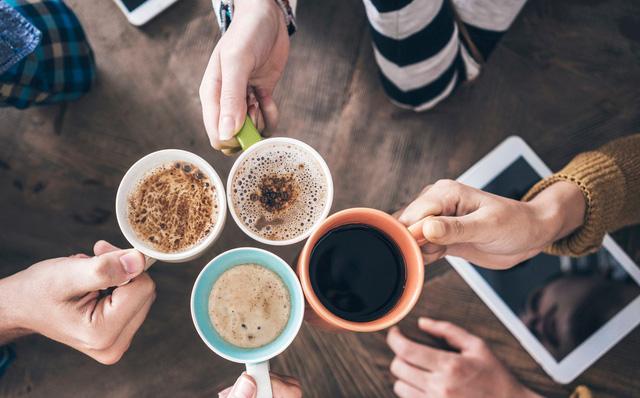 Uống cà phê lúc đói có hại không? Chuyên gia chỉ rõ kiểu người không nên uống cà phê lúc đói
