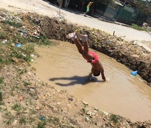 Régimen dotará a cada barrio con una piscina comunitaria