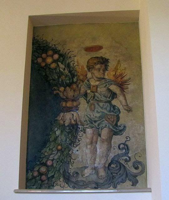 Fragment malowidła przedstawiający anioła.