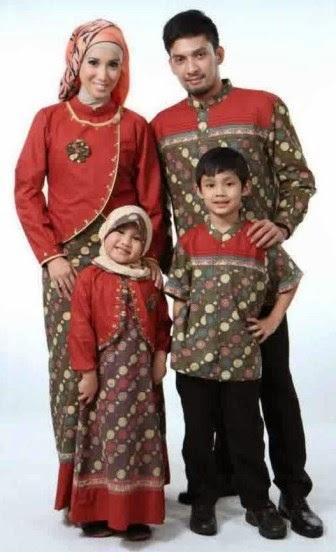 Model baju pesta batik keluarga yang serasi