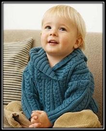 pulover dlya malchika spicami s uzorom iz kos