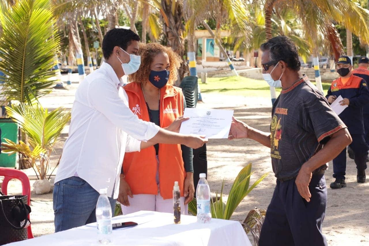 https://www.notasrosas.com/ y Sena capacitan a vendedores de las playas de Riohacha