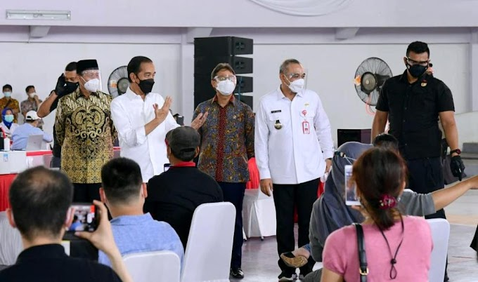 Presiden Jokowi : Vaksinasi Massal Di Kabupaten Tangerang Berjalan Lancar Perlu Ditiru Daerah Lain