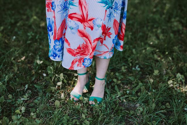 sukienka, lato, letnia sukienka, zwiewna sukienka, spódnica trapezowa, jak uszyć, sukienka na ramiączkach, wrocław, warsztaty szycia na maszynie, tutorial,wiskoza, podział materiałów