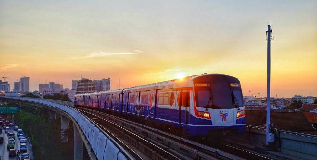 Новый поезд Bts во время заката