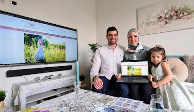 سوريان يفتتحان متجراً إلكترونياَ لملابس الأطفال والرضع في هولندا والإعلام الهولندي يتحدث