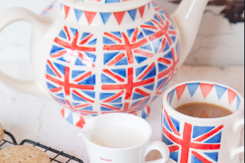 Let's Get to Know British's Tradition : Biscuits and Tea