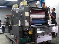 Perbedaan Istilah Cetak Offset dan Digital Printing dalam Percetakan