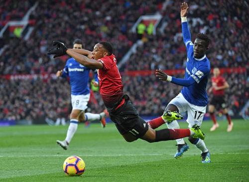 Mourinho hết lời khen người hùng bị tố ăn vạ 2
