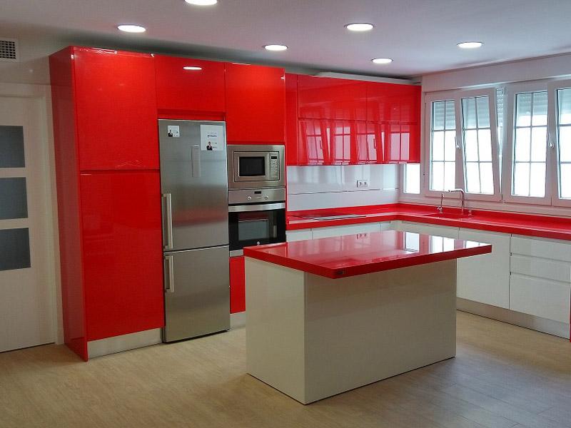 Cocina esquinera roja y blanca, con isla - COCINAS LOS MOLINOS · 950 ...