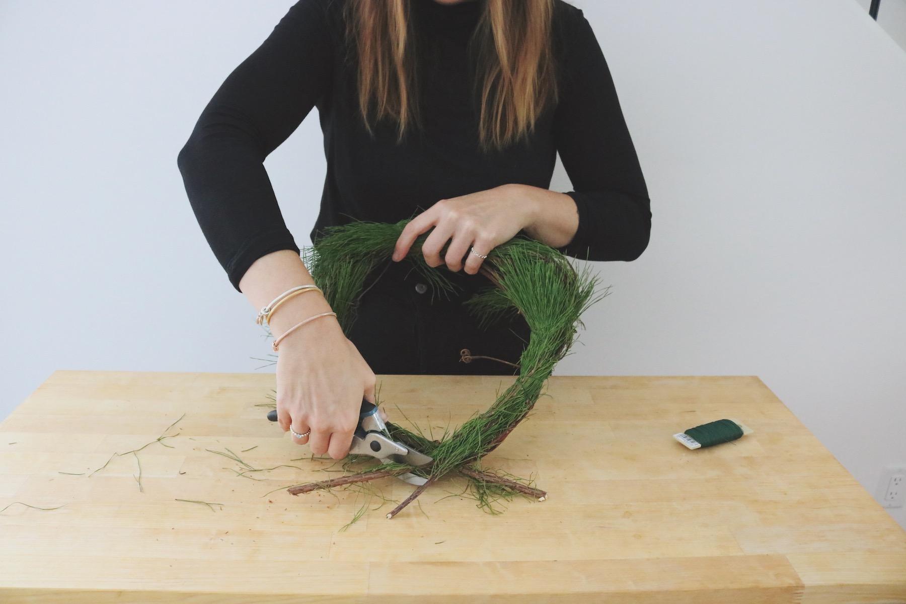 Easy winter wreath DIY