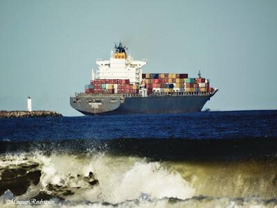 Navio Partindo Carregado Canal Porto