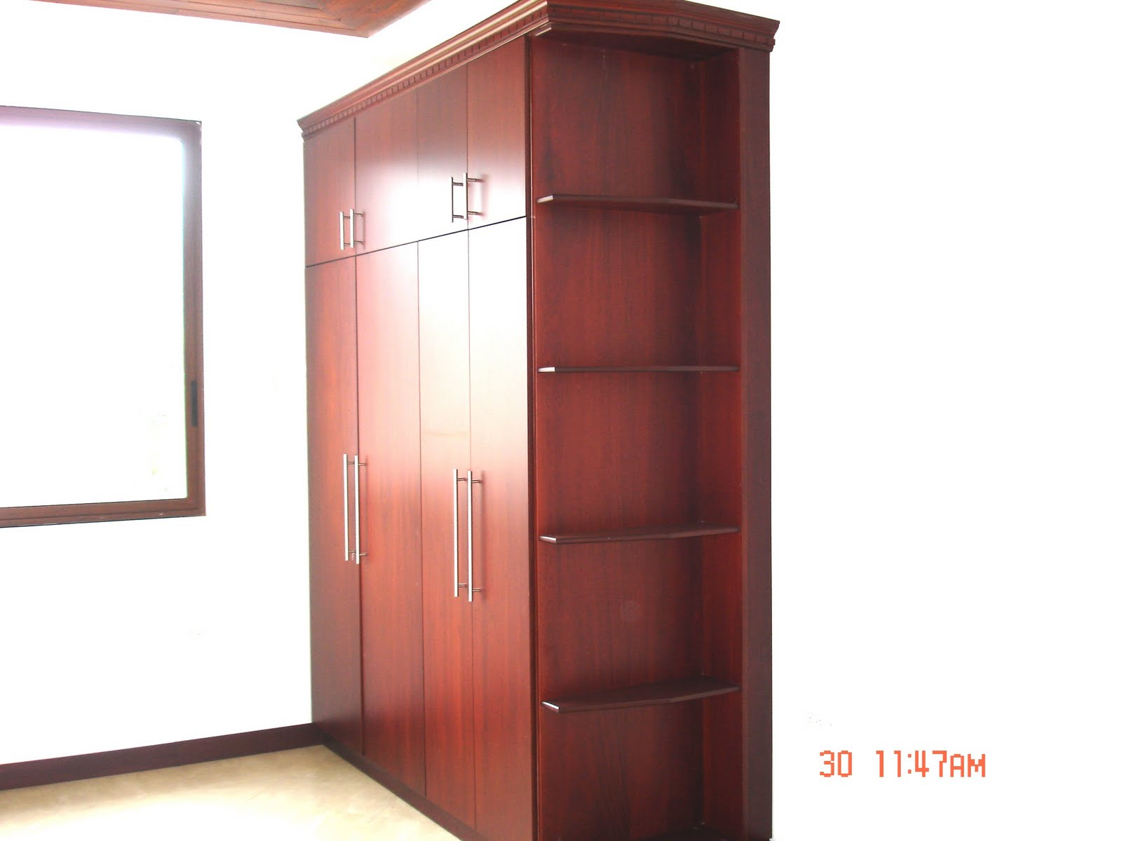 Ideatumobiliario dormitorios closets for Modelos de espejos para dormitorios