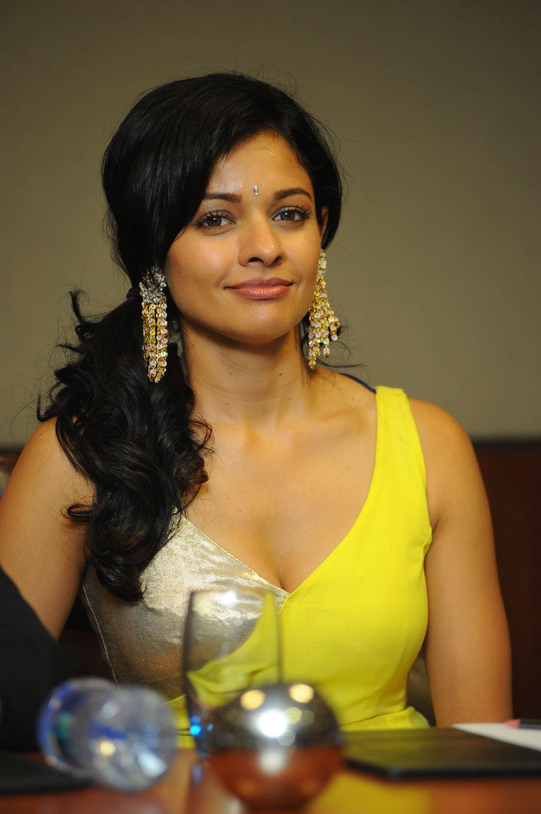 Hot Indian Actress: pooja sree hot navel