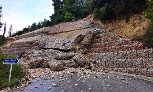 Τσαπατσουλιά, κακοτεχνίες και σπατάλη πόρων καταλογίζει στην Περιφερειακή Αρχή, η παράταξη «Ορίζοντες Ηπείρου» με αφορμή την κατάρρευση έργου αντιστήριξης στον δρόμο προς την παραλία Σαρακήνικο της Πάργας.