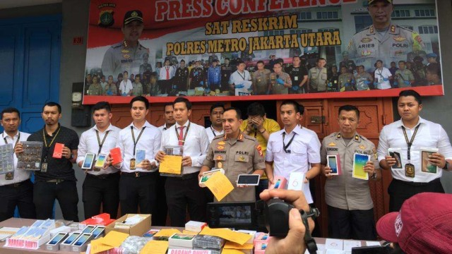 Polisi Bongkar Pabrik Ponsel Ilegal 'HP China' di Jakut