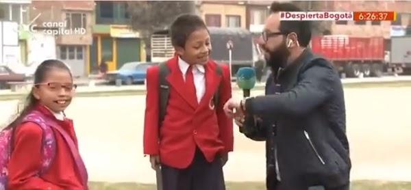 VIDEO: Sorprende puntualidad de niño que abandona entrevista para llegar temprano al colegio