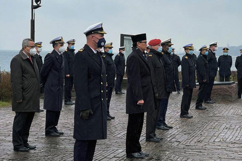 Respect! Awak Kapal Selam Jerman Beri Penghormatan Kru Nanggala-402