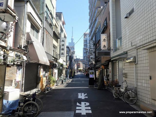 calles tranquilas de Asakusa en Tokio