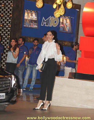 Bollywood Star Deepika Padukone at  party with the Mumbai Indians 11
