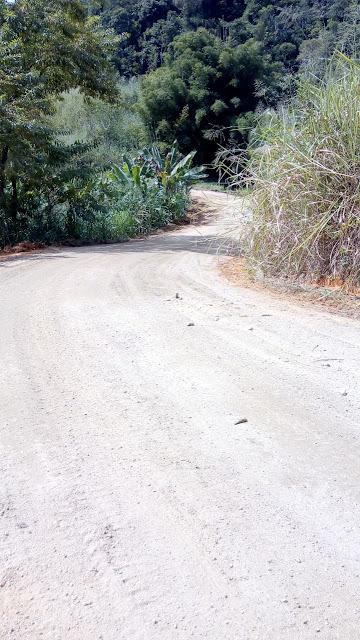 Prefeitura de Juquiá realiza manutenção na estrada dos Pereiras