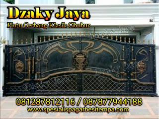 Contoh pintu gerbang tempa klasik mewah cocok untuk rumah mewah klasik.