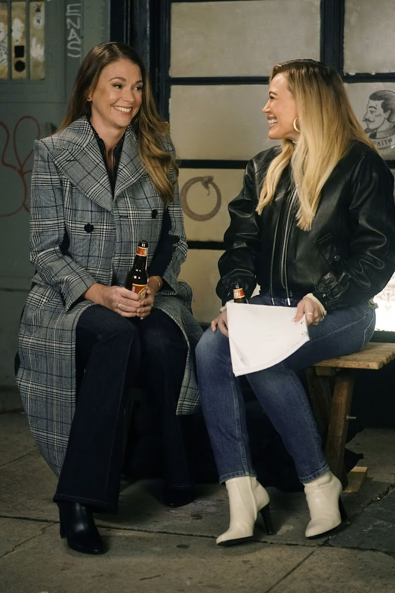 Sutton Foster and Hilary Duff on the Set of Younger in New York 11 Dec-2020