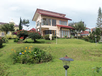 https://www.sewavilladilembangbandung.net/2013/12/villa-murah-di-bandung-istana-bunga.html