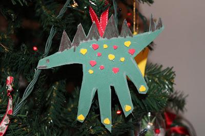 resultado final do contorno da mão em forma de estegossauro