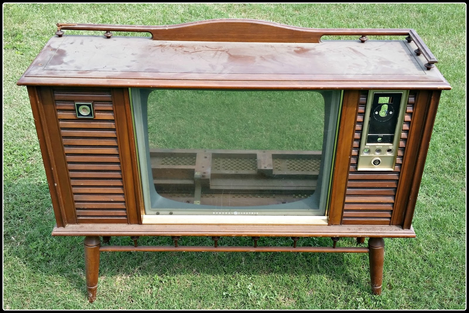 This Is The Empty Shell Of A Once Prized Mid Century Flat Glass Front  General Electric TV That We Found At A Closed TV Repair Shop.