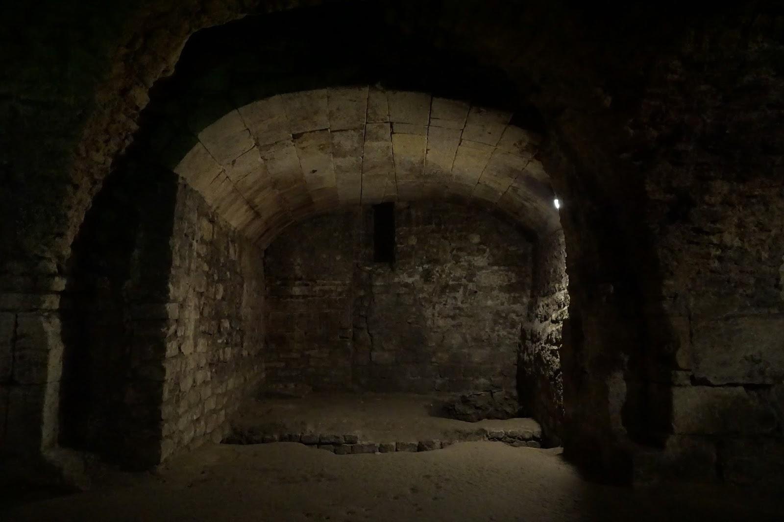 ローマ時代の地下回廊 Les Cryptoportiques(le forum souterrain)