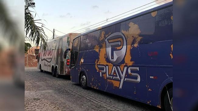 Legenda: Ônibus das Caviar com Rapadura Forró dos Plays foram usados nos últimos anos para transporte de instrumentistas e equipamentos de shows