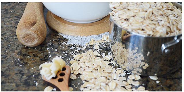 Phương pháp trị mụn hiệu quả với muối và yến mạch