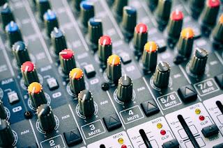 Exercícios sobre Mesa de Som e Microfones